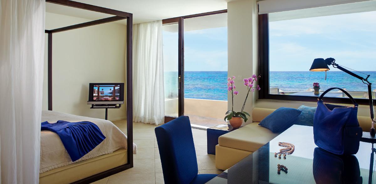 deluxe-junior-bungalow-suite-accommodation-in-amirandes-resort