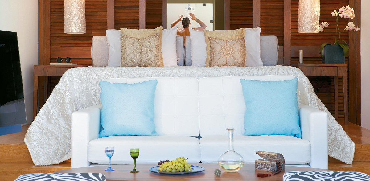 amirandes-beach-junior-suite-with-heated-pool