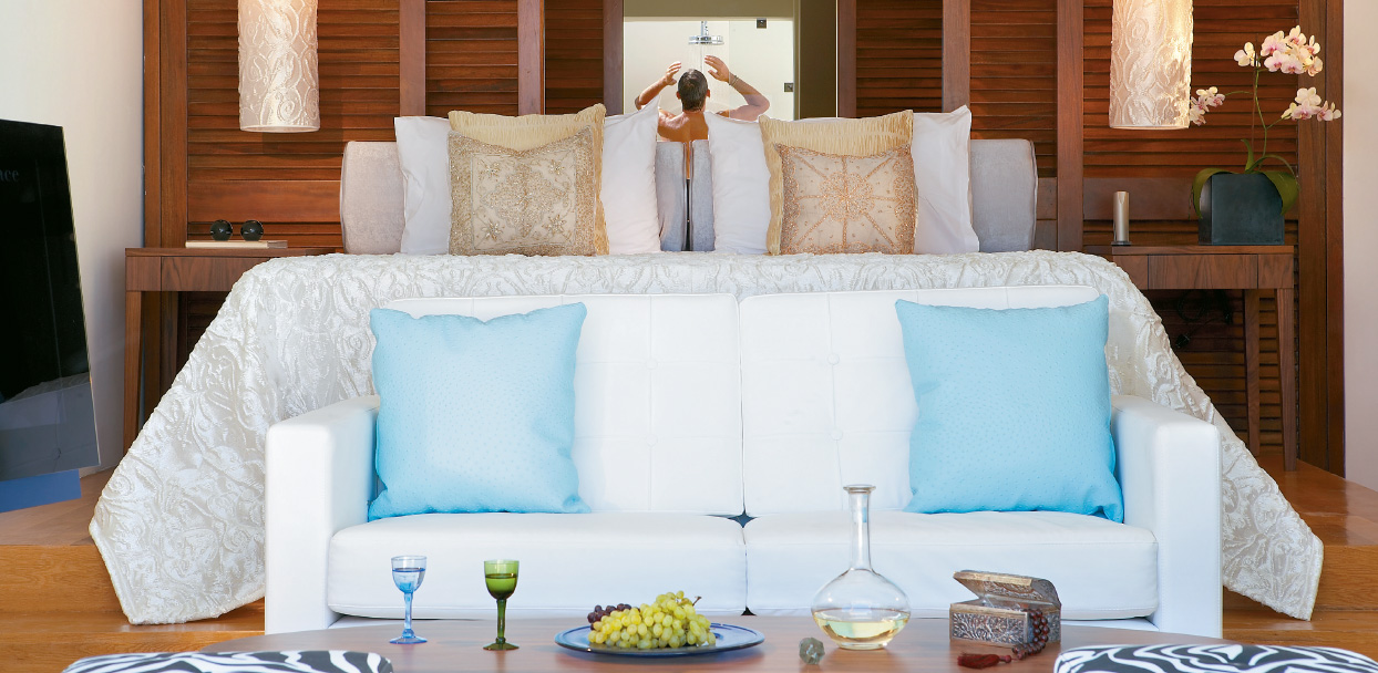 luxury-junior-suite-with-gym-private-pool-in-amirandes