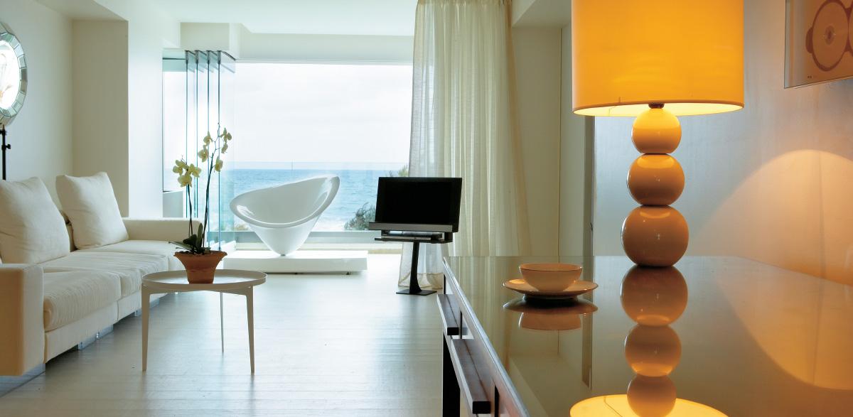 01-luxury-suite-in-amirandes-resort