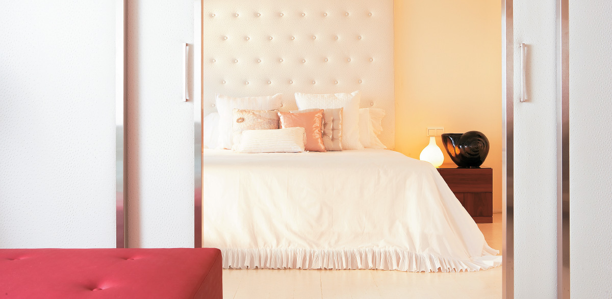 02-master-bedroom-in-amirandes-luxury-suite