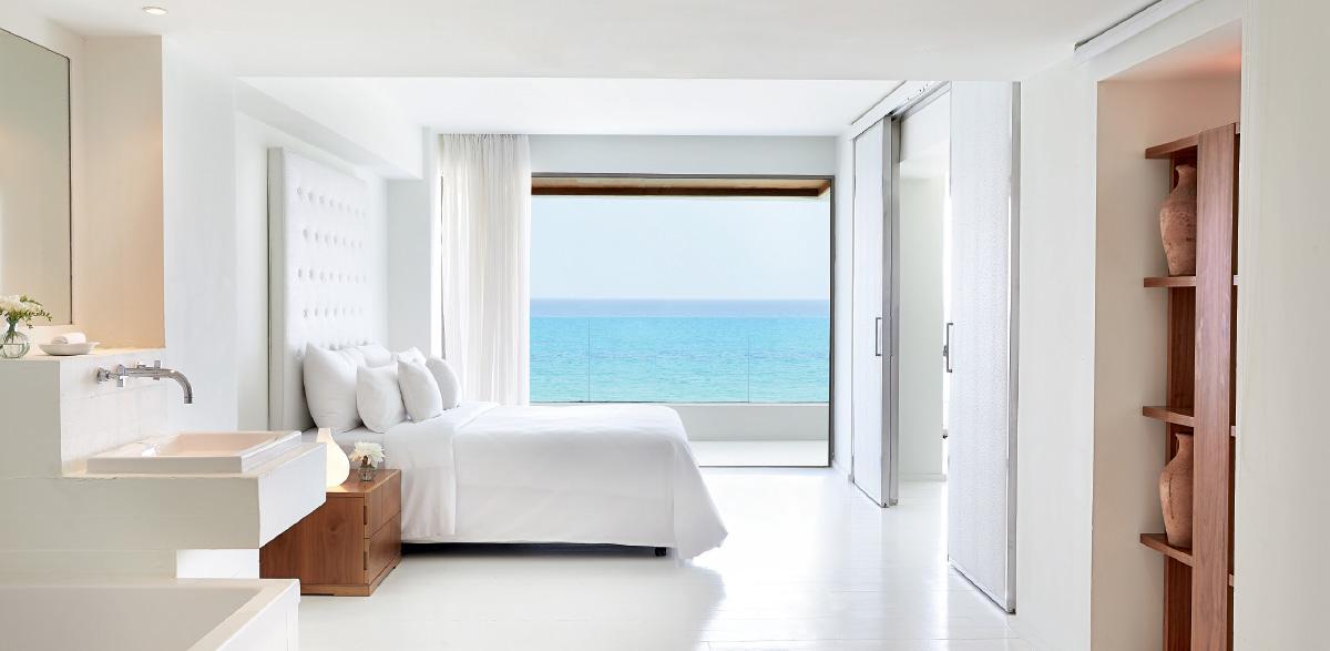 02-elegant-one-bedroom-grand-suite-in-amirandes-sleeping-quarters