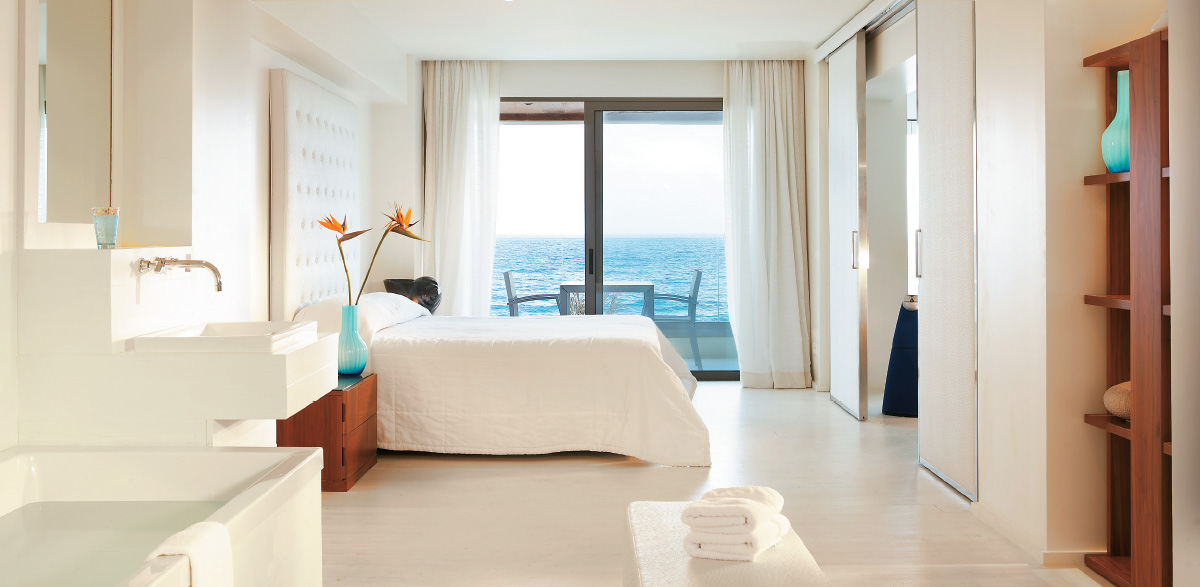 02-grand-suite-accommodation-in-amirandes-boutique-resort