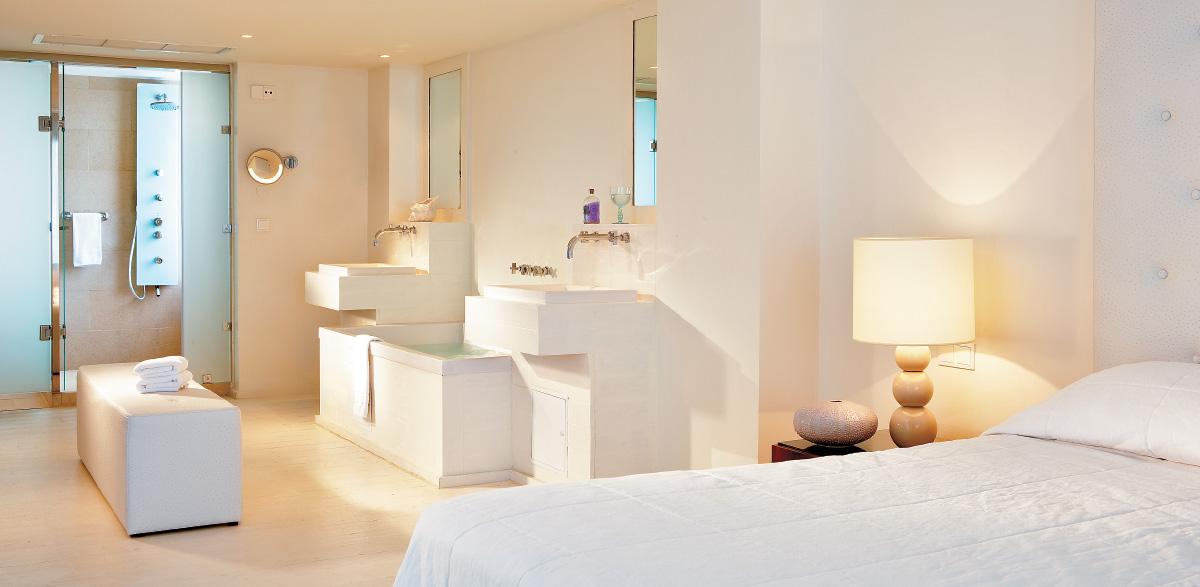 04-one-bedroom-grand-suite-in-amirandes-beach-resort