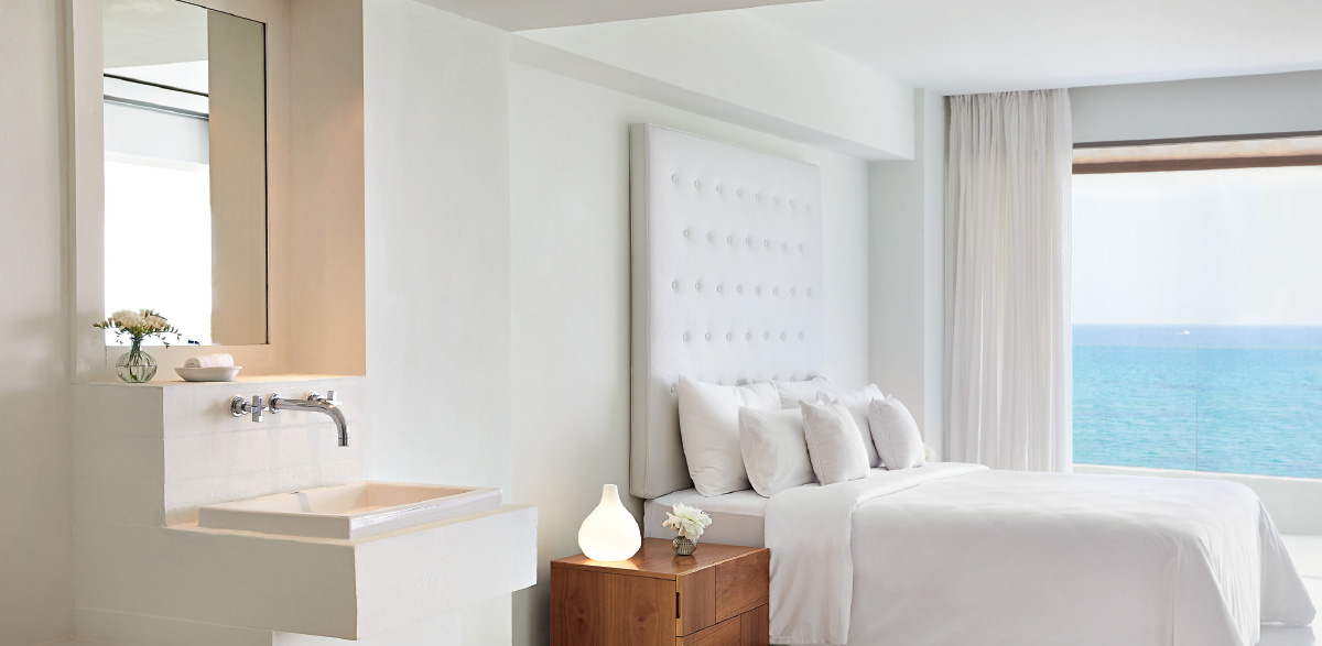04-white-washed-open-plan-design-of-one-bedroom-grand-suite-in-amirandes-crete