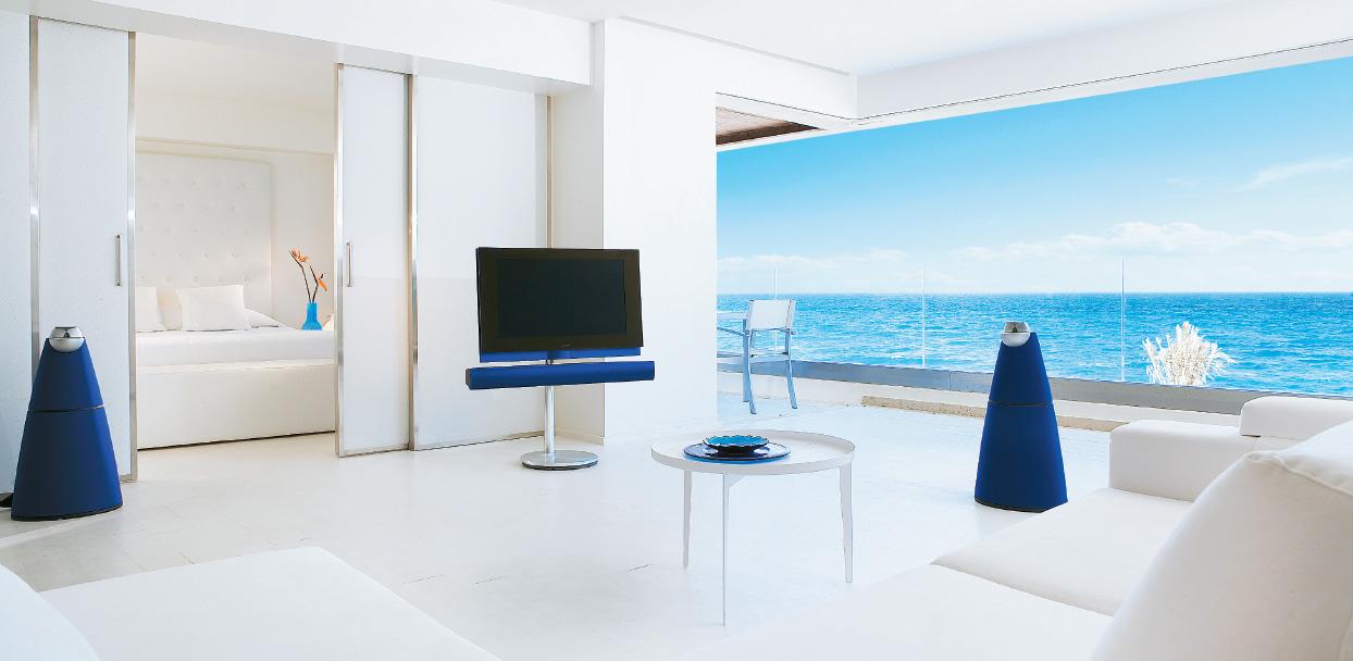 01-amirandes-one-bedroom-grand-suite-sea-view