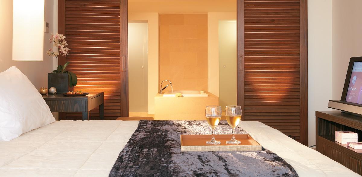 01-amirandes-luxury-bungalow-in-crete