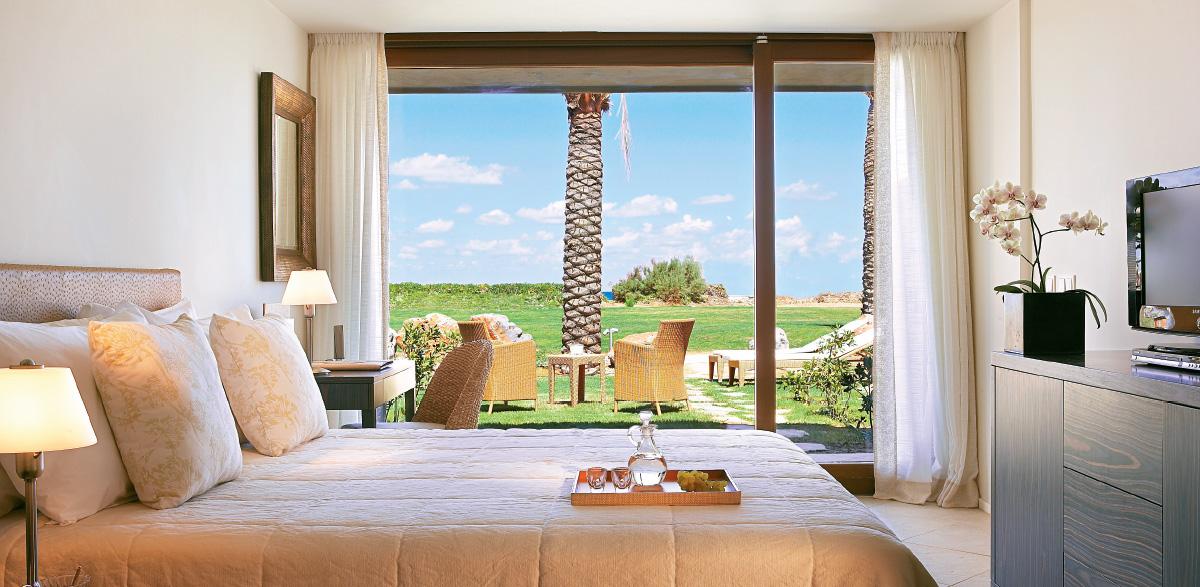 02-bungalow-in-amirandes-beach-resort-in-crete