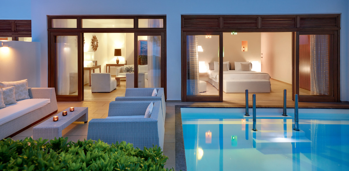 05-grand-royal-residence-with-pool-in-amirandes