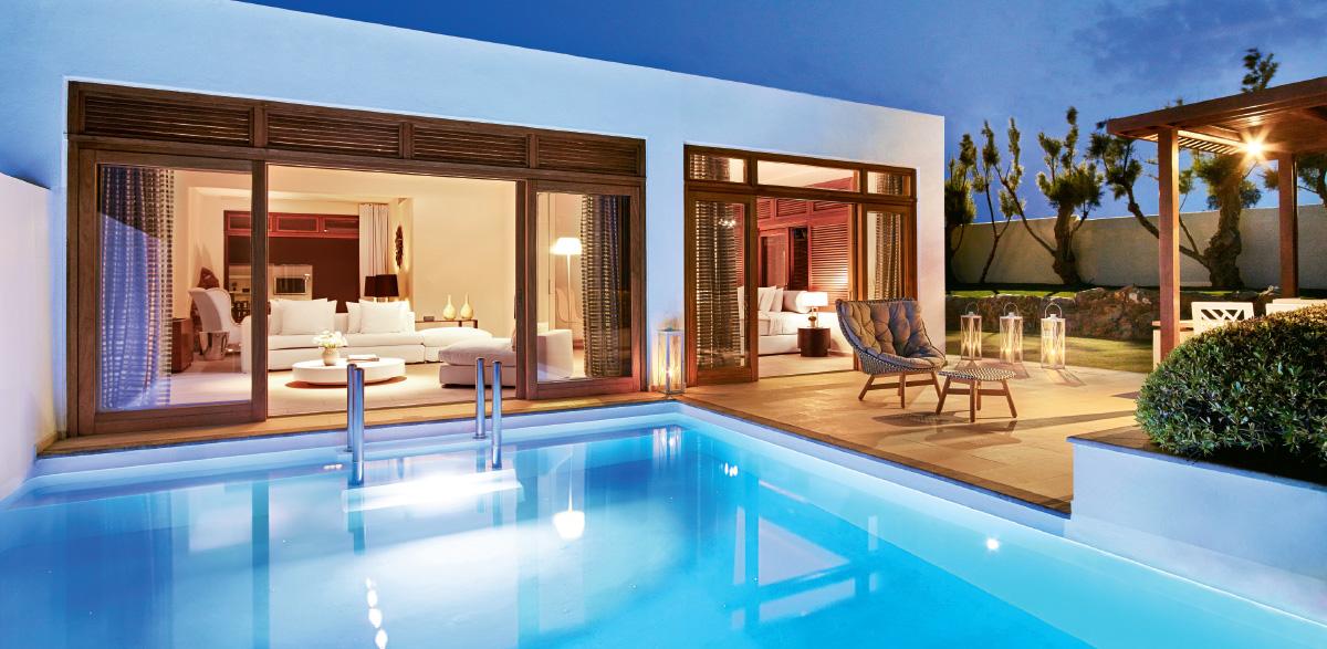 08-grand-royal-residence-in-amirandes-beach-resort-pool