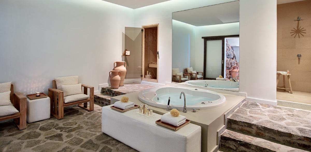 05-hydromassage-bathtub-in-amirandes-royal-residence