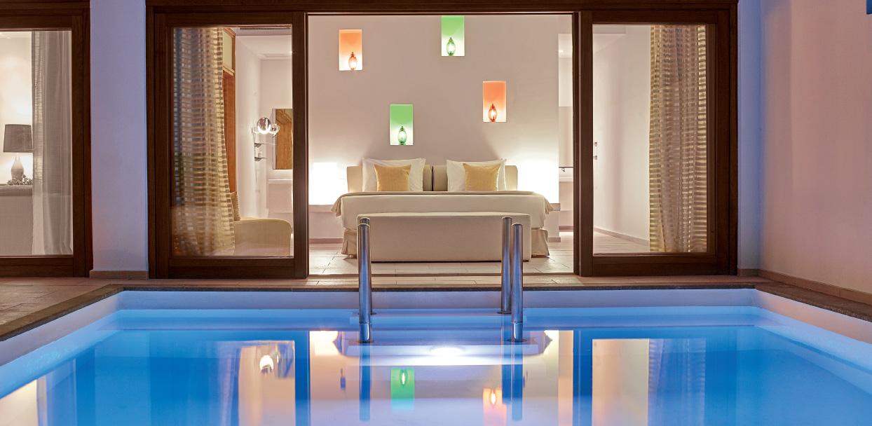 02-amirandes-beach-villa-resort-with-pool-in-crete