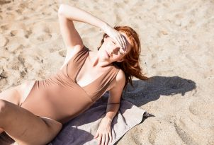 09-lounging-at-the-sandy-beach-in-amirandes-grecotel