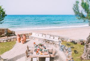 17-villas-dining-by-the-beach-amirandes-hotel
