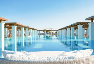 26-olympic-sized-swimming-pool-for-endless-lounging-and-tranquility