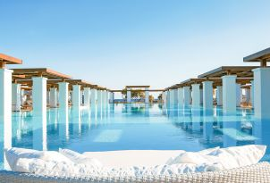 31-grand-pool-amirandes-luxury-resort