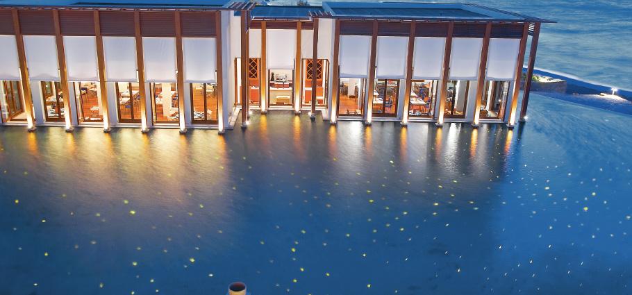 03-amirandes-resort-luxury-restaurant-next-to-the-pool