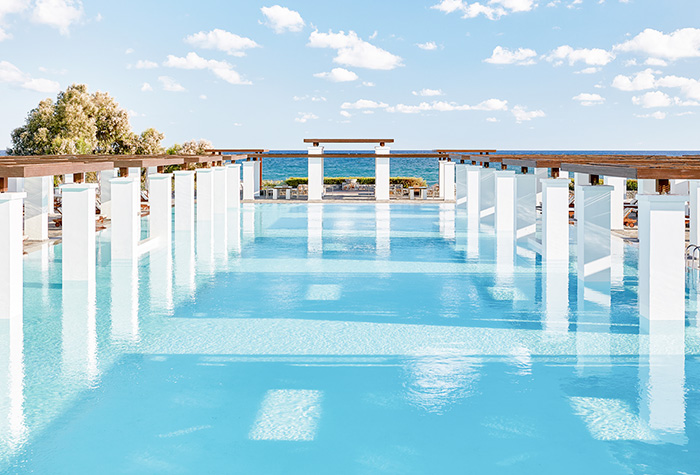 04-amirandes-crete-luxury-resort-beach-and-pool