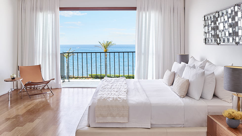 15-exclusive-resort-crete-sea-view-bedroom